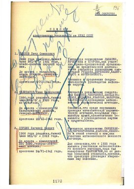 Copia de una lista de ejecuciones, con las anotaciones azules de Stalin